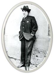 emale Transvestites in 19th-century Paris